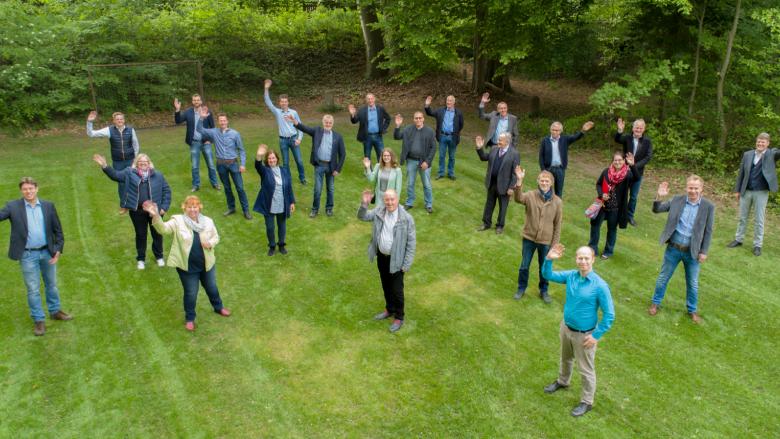 26 Kandidatinnen und Kandidaten sind Teil der offenen Bürgerliste der CDU zur Kommunalwahl am 12. September an und freuen sich auf die kommenden Wochen und Monate bis zum Wahltermin am 12. September. Auf dem Gruppenfoto fehlen: Chatarina Luttmann, Dieter